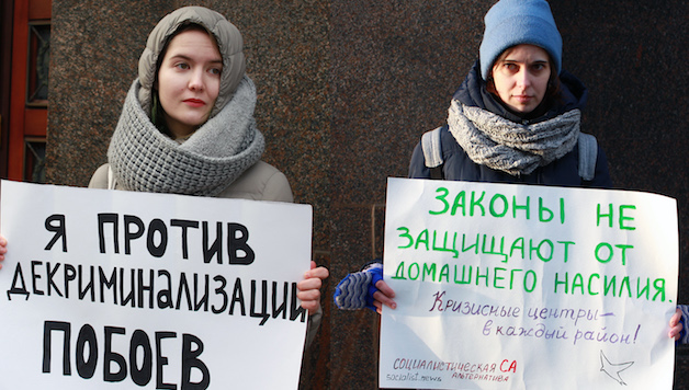 La Russia riduce la violenza domestica a illecito amministrativo